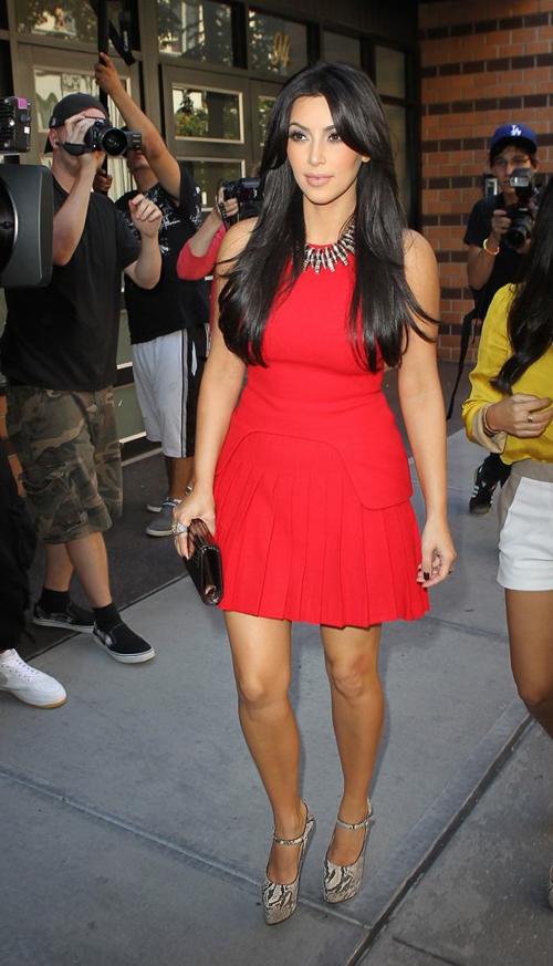 Resultado de imagem para kim kardashian look vermelho
