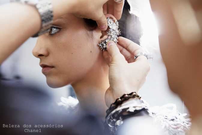 chanel-spring-summer-2012-ready-to-wear-fittings-10