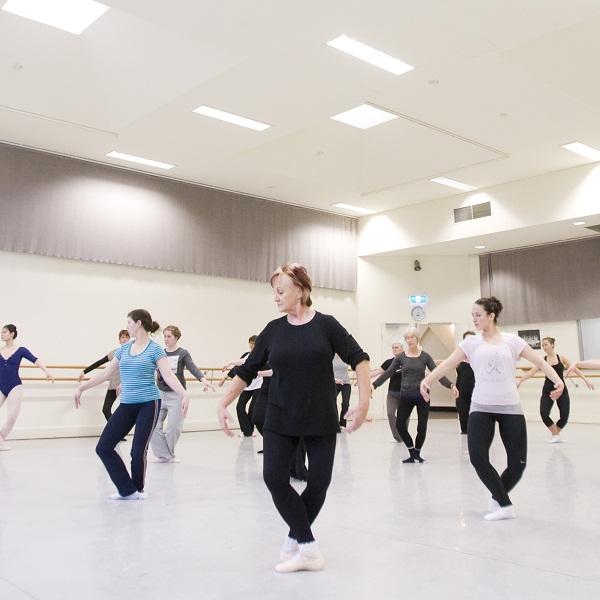 03-adult-ballet-classes-600-x-600-px