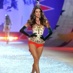 Brasileiras tomam conta da passarela do Victoria's Secret Fashion Show 2012