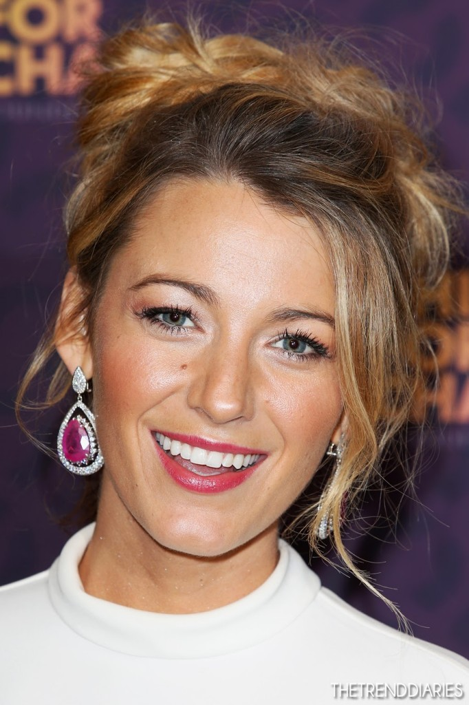 blake-lively-chime-for-change-style-fashion-gucci-hair-makeup-earrings