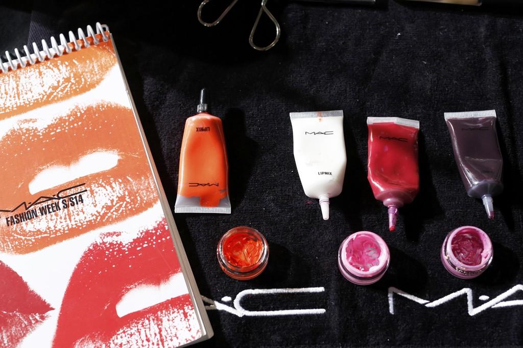 batom laranja roxo