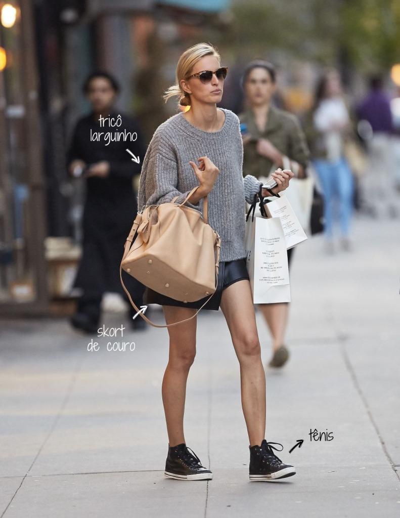 karolina-kurkova-in-leather-skirt-out-in-new-york_7