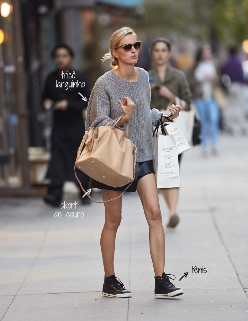karolina-kurkova-in-leather-skirt-out-in-new-york_7
