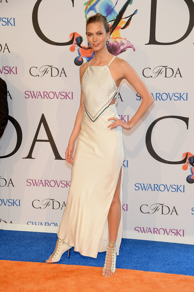 Karlie-Kloss-wore-cream-colored-frock