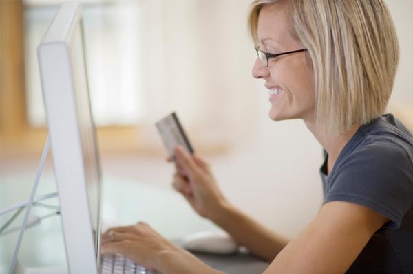 woman-shopping-online