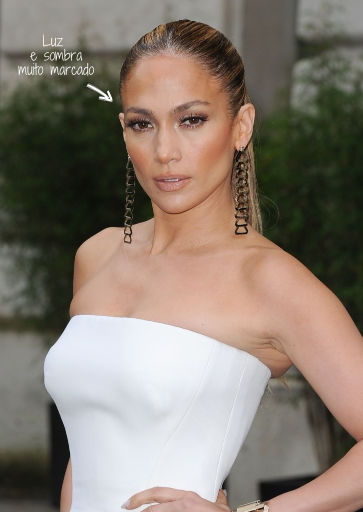 jennifer-lopez-at-versace-fashion-show-in-paris_1