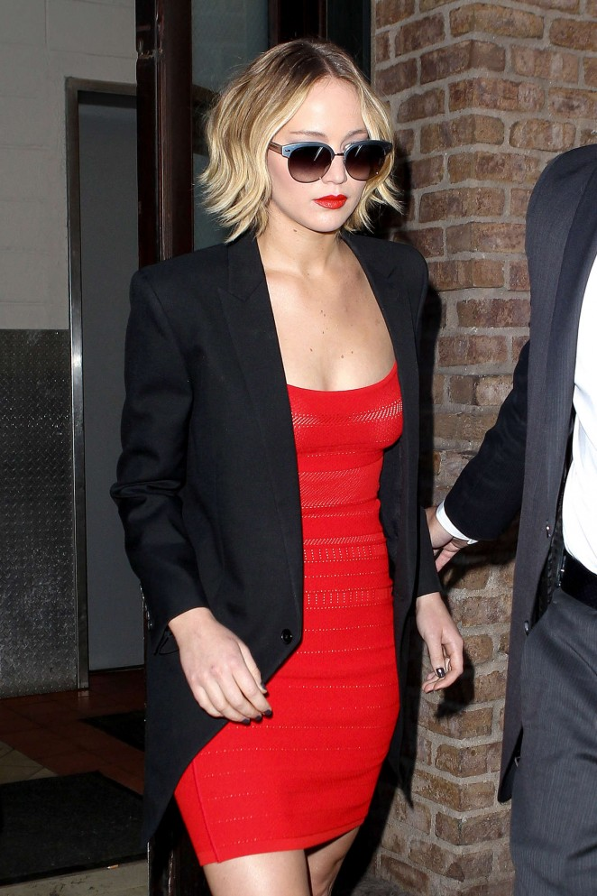 Jennifer-Lawrence-in-Red-Dress-at-The-Late-Show-with-David-Letterman--03-662x993