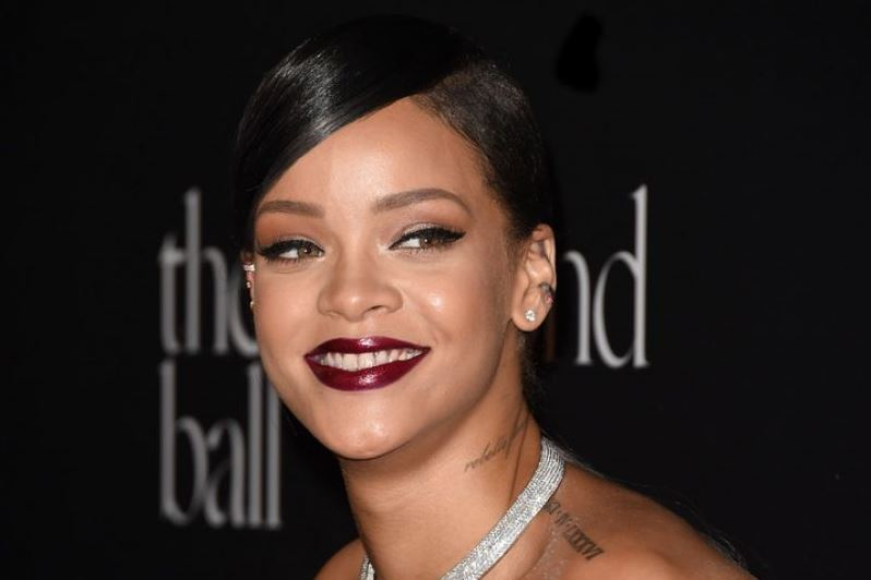 rihanna-at-1st-annual-diamond-bell-benefit-in-beverly-hills_3