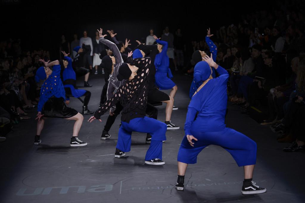 Desfile maravilhoso com Dança- UMA