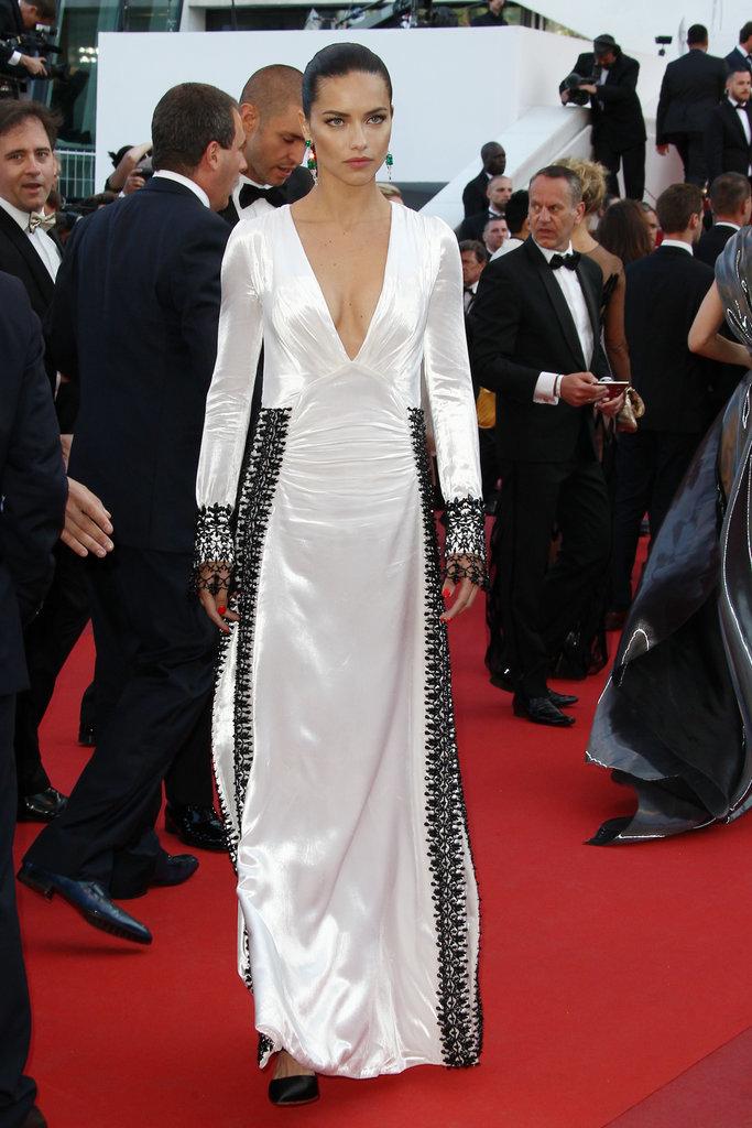 Adriana-Lima-stunned-white--black-trim-gown-Julieta