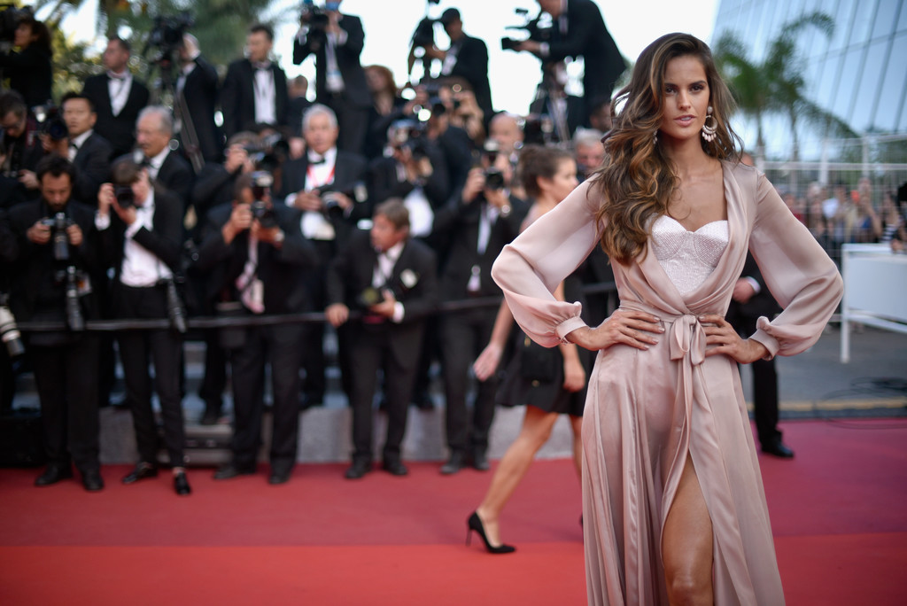 Izabel+Goulart+Julieta+Red+Carpet+Arrivals+9226MtnZ5Bcx