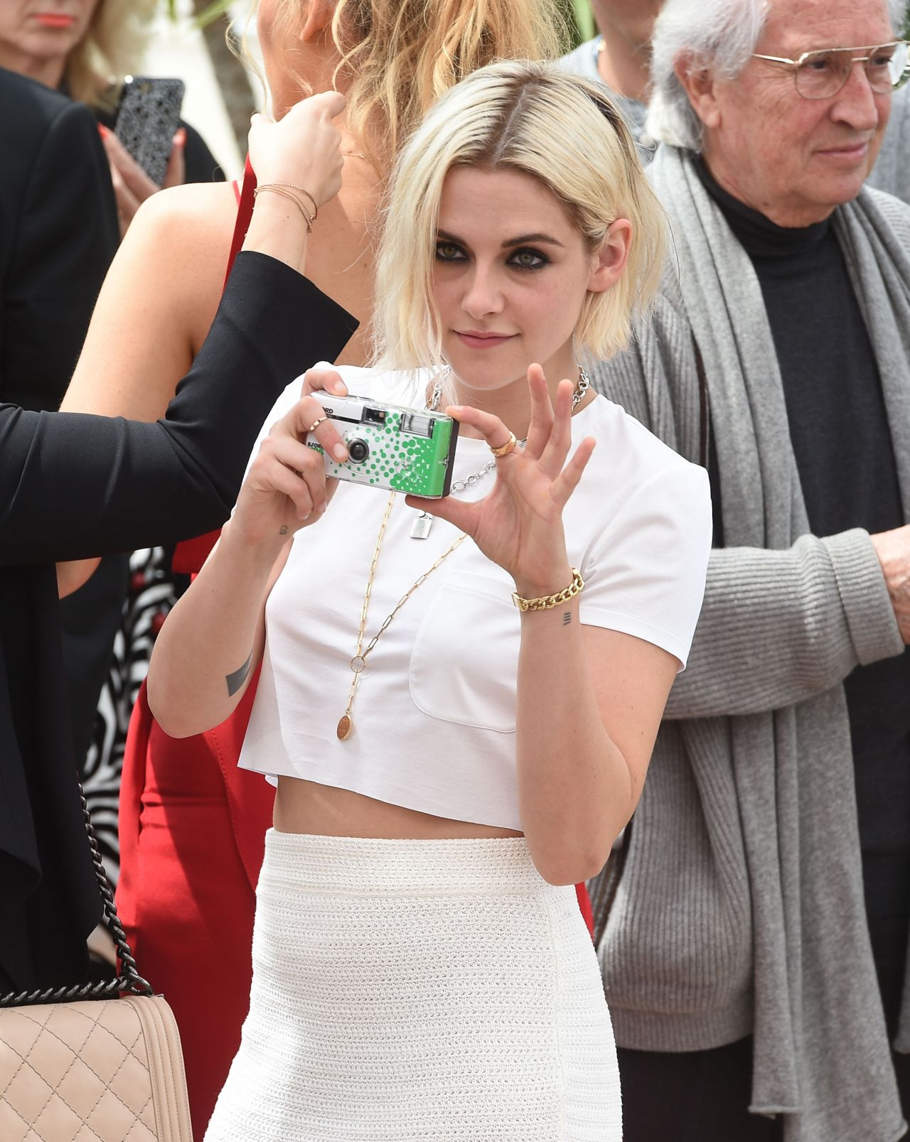 kristen-stewart-arrives-at-palais-des-festival-in-cannes-france-5-11-2016-13