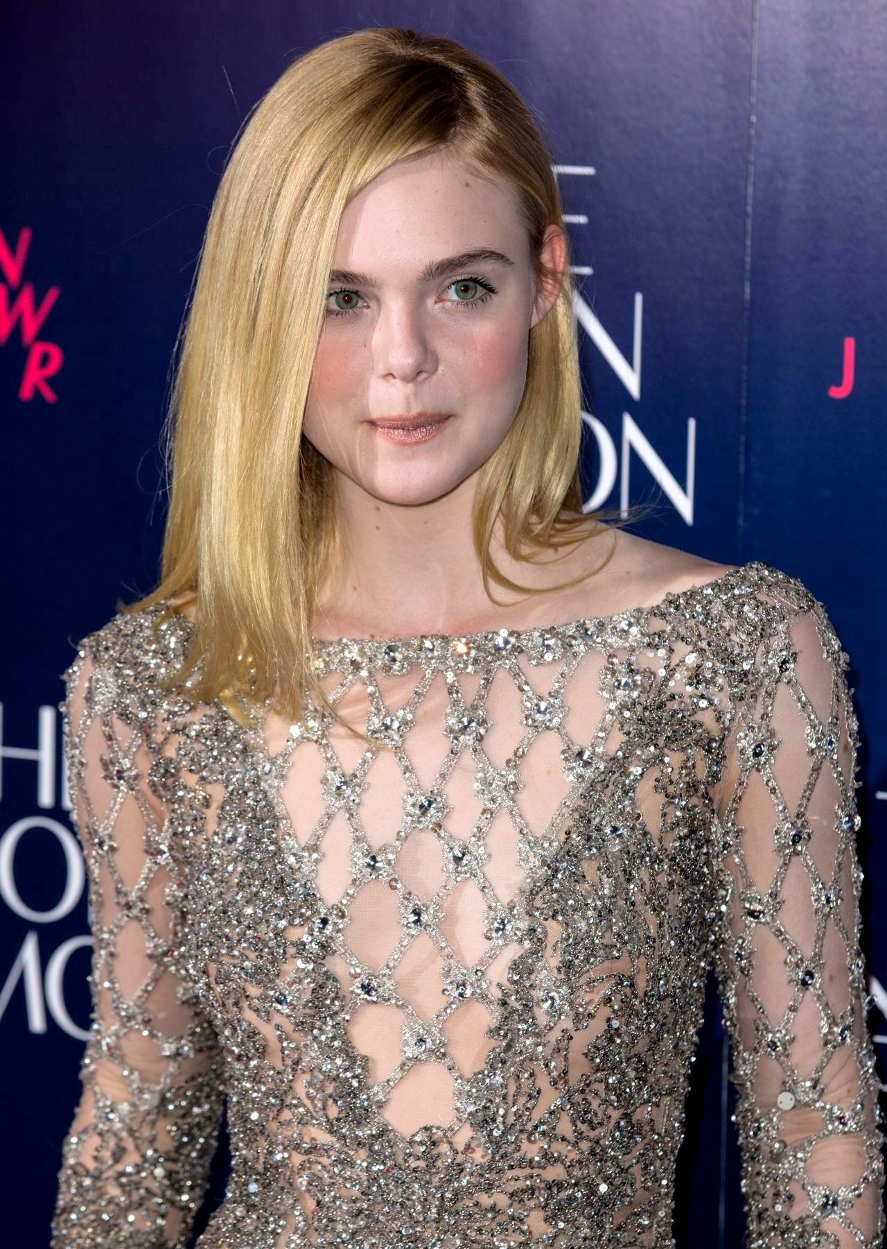 elle-fanning-the-neon-demon-premiere-in-london-uk-5-31-2016-3