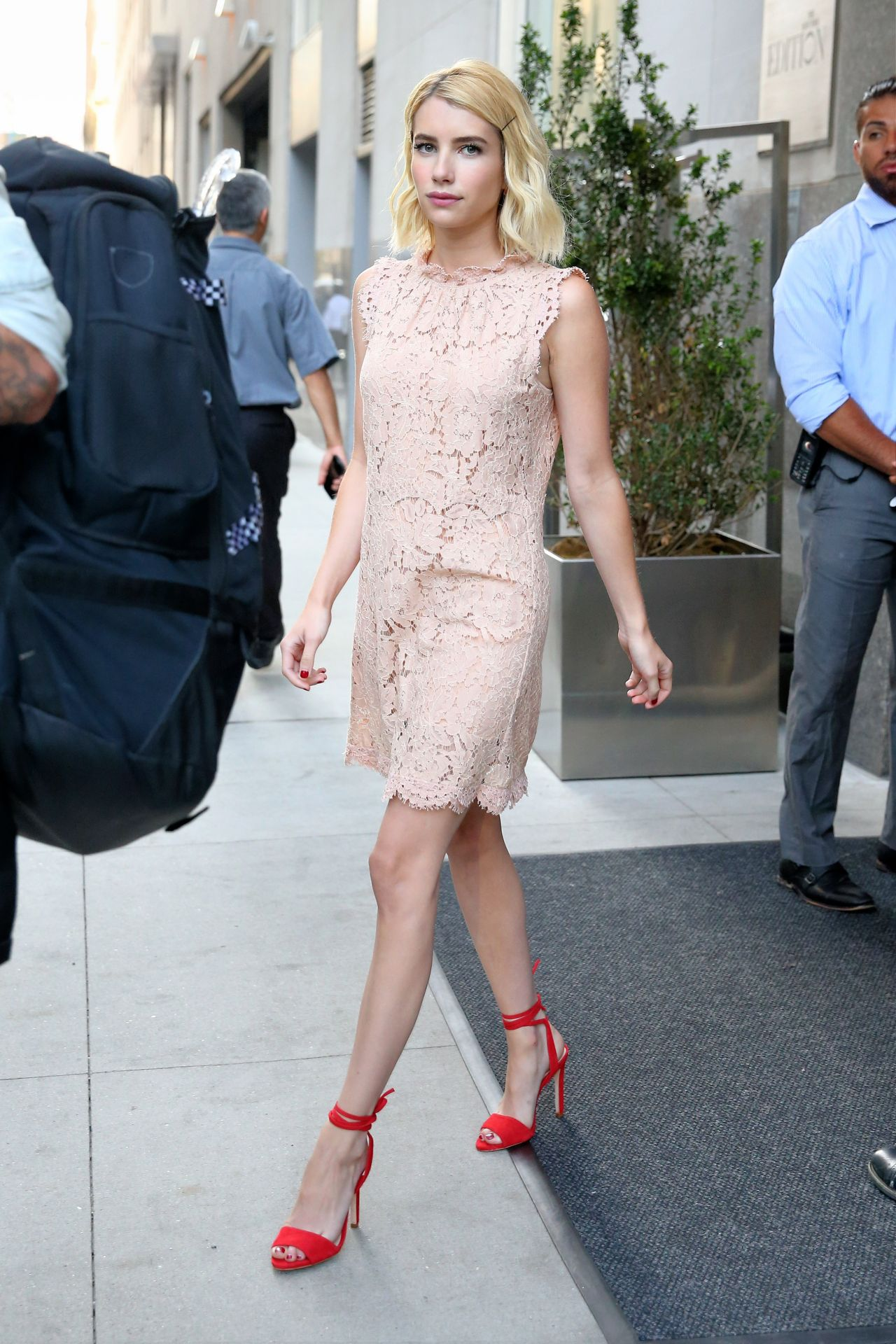 emma-roberts-is-looking-all-stylish-leaving-her-hotel-in-new-york-city-07-12-2016-4 (1)