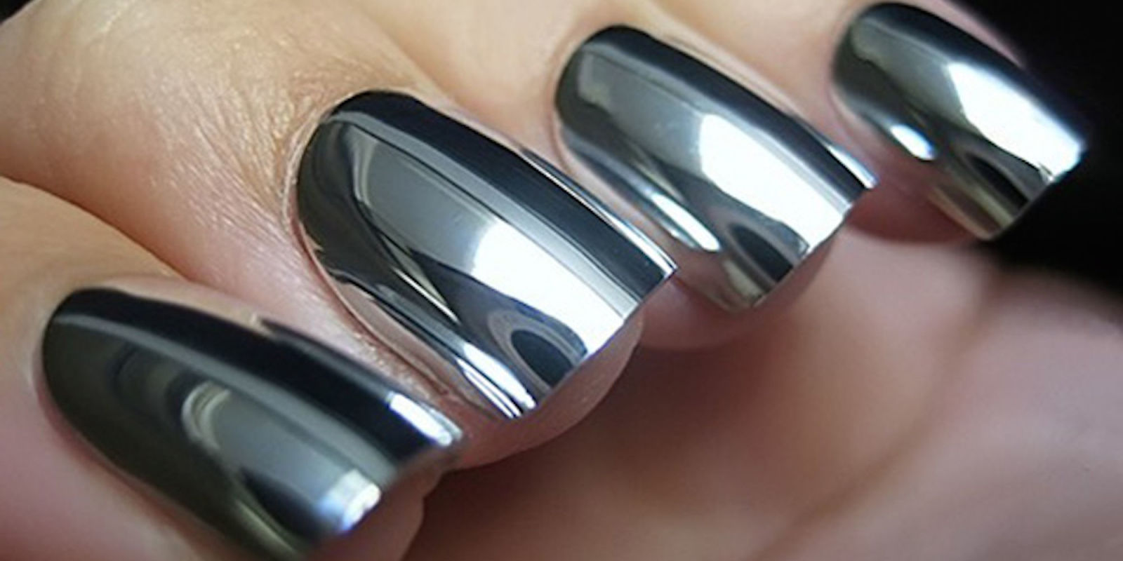 landscape-1468489788-mirror-effect-nails