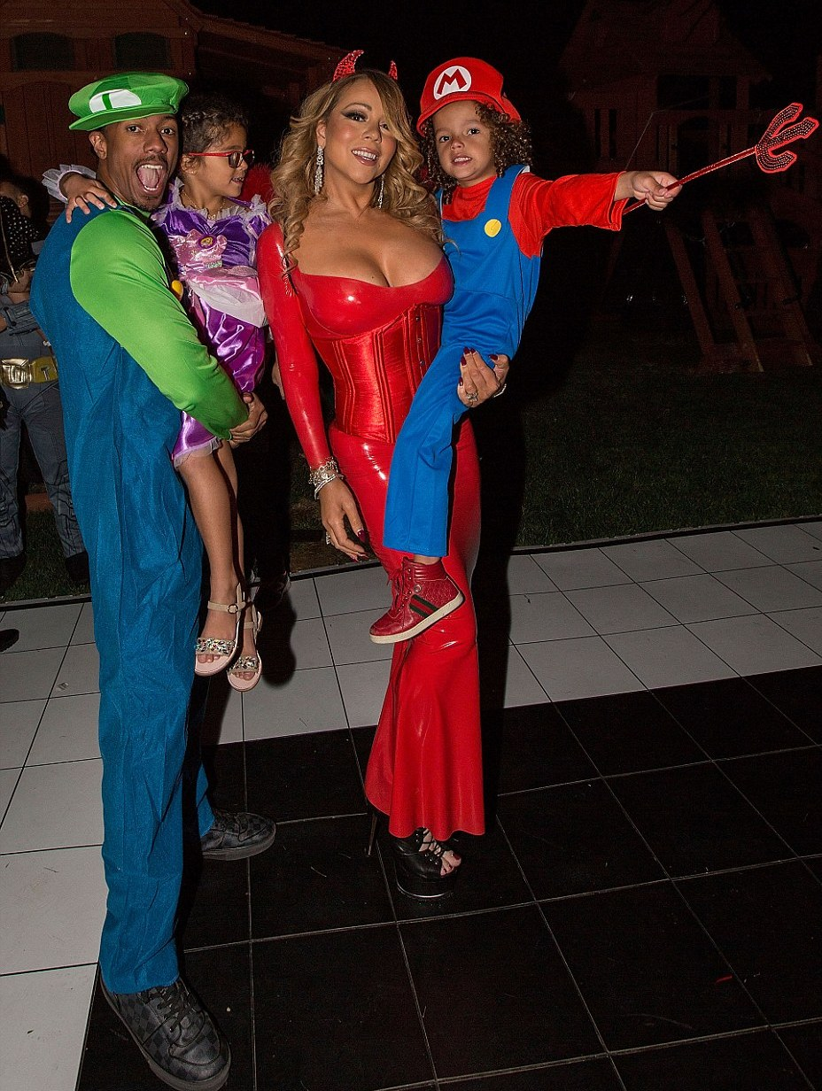 39d4278600000578-0-halloween_was_an_early_family_affair_for_mariah_carey_and_nick_c-a-122_1477871699173