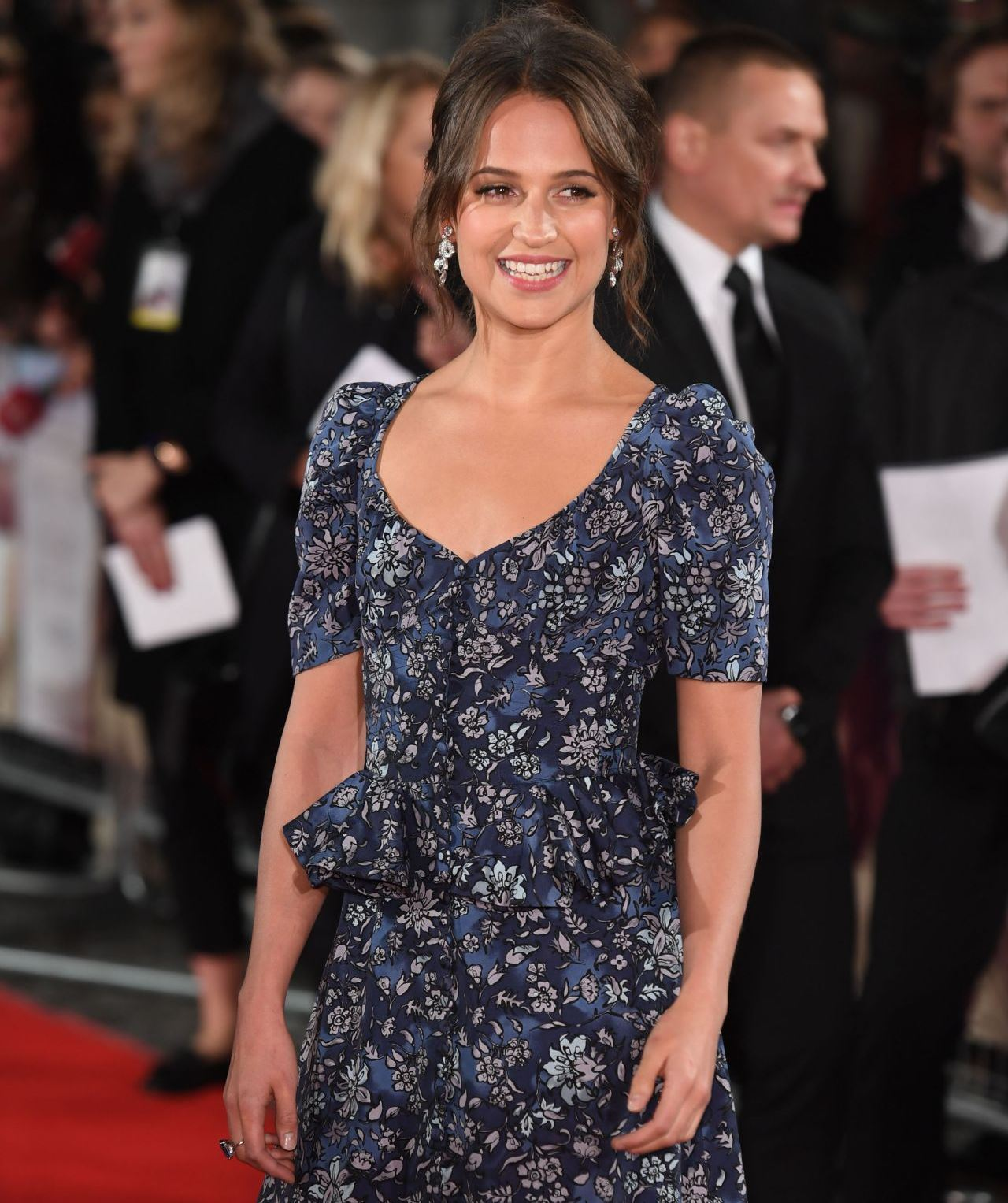 alicia-vikander-light-between-oceans-premiere-in-london-8