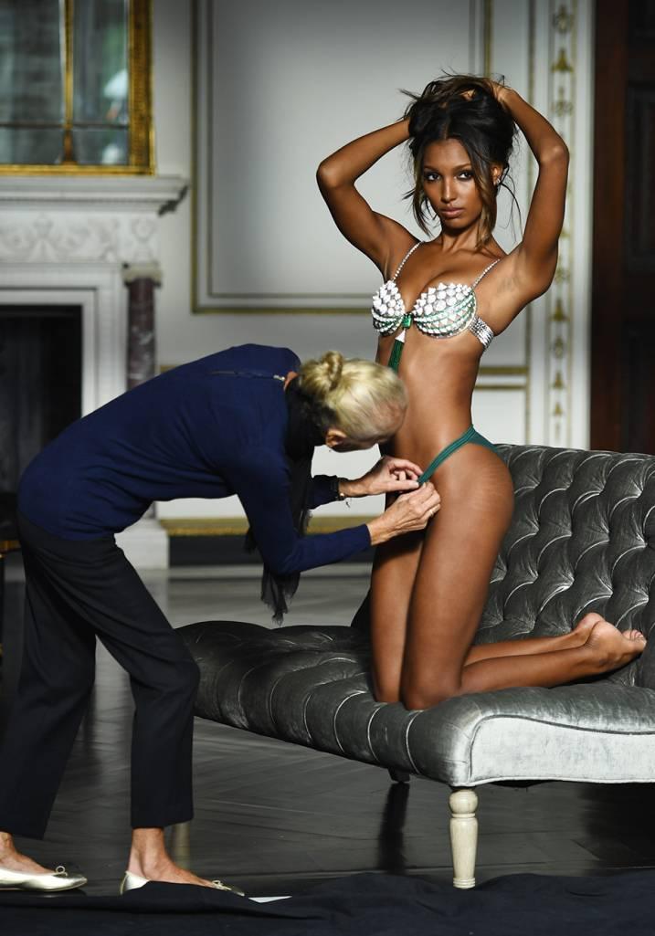 jasmine-tookes-fantasy-bra-victorias-secret-2