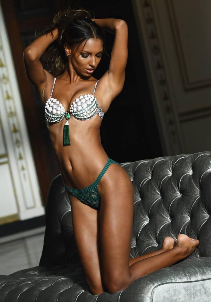 jasmine-tookes-fantasy-bra-victorias-secret-3