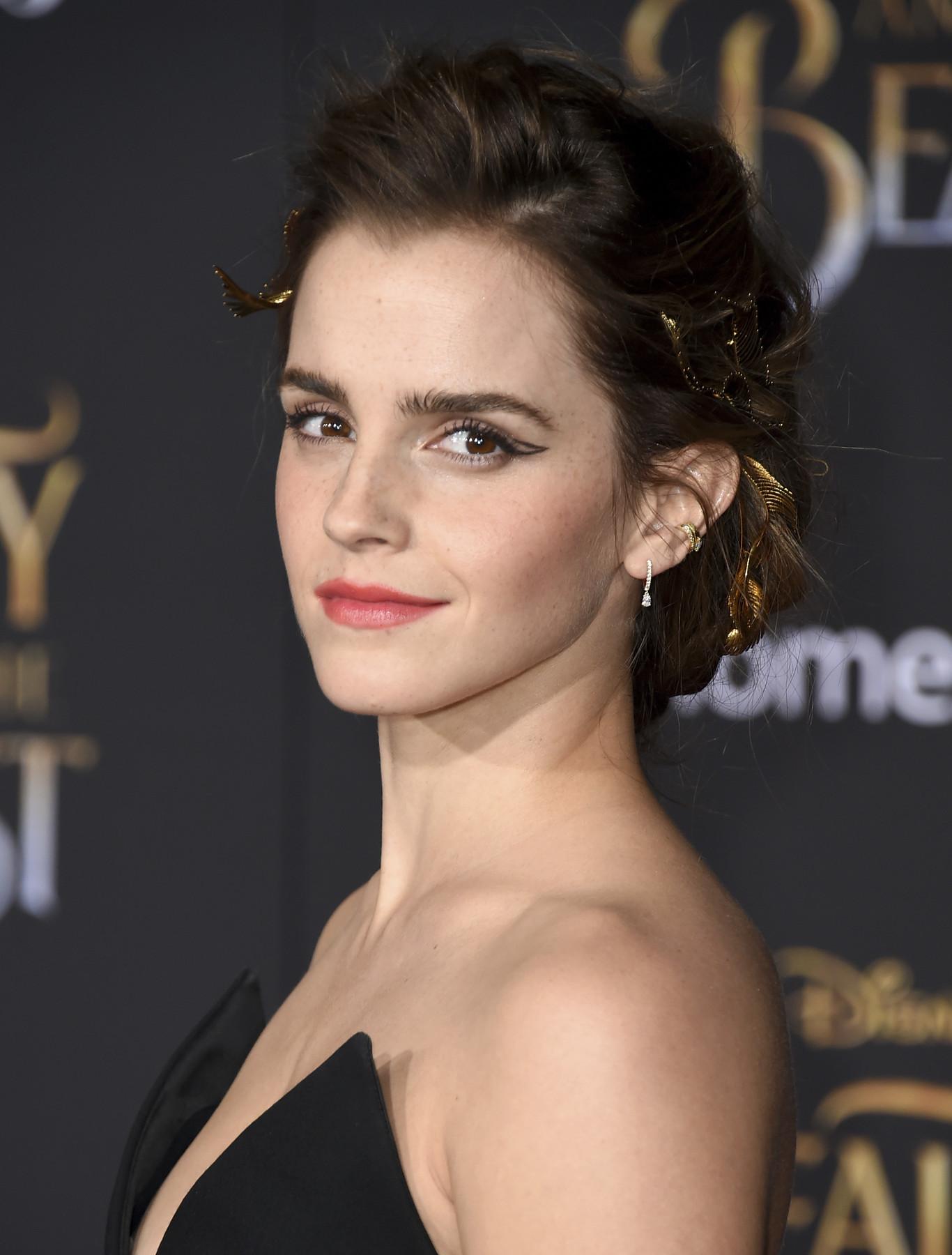 O look de Emma Watson na premiere da Bela e a Fera e o ...